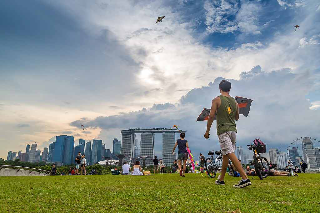Fly kites at Marina Barrage Singapore