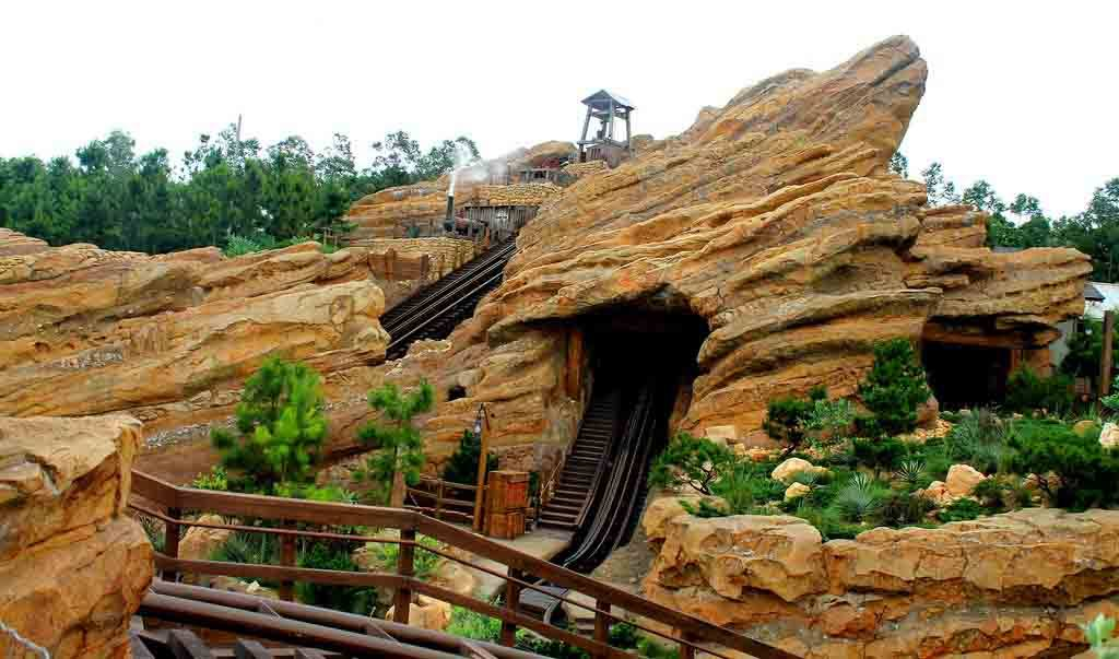 Big Grizzly Mountain Runaway Mine Cars Hong Kong Disneyland